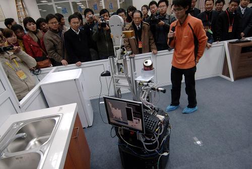 首届大学生服务机器人比赛开赛