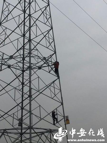 为救轻生女 固镇两民警爬上高压线铁塔