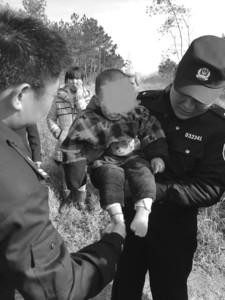 一岁多幼童误入山林被困13小时 警民连夜搜救