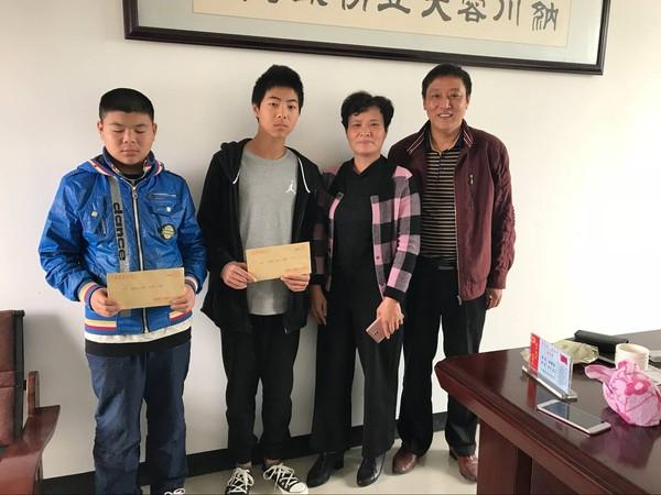 县妇联到东亭乡开展捐资助学活动