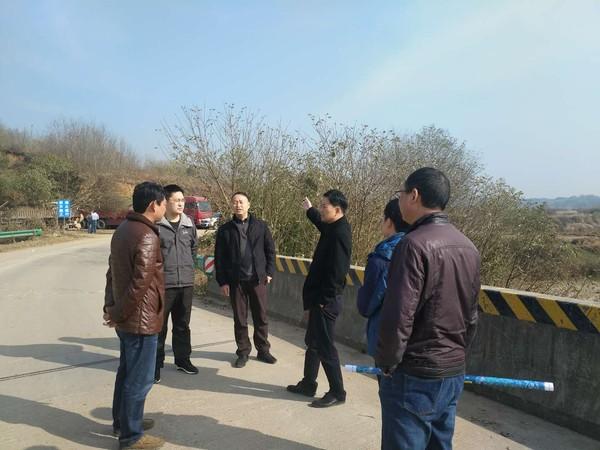 副县长邱型军到邱村镇调研2018年交通重点工程项目