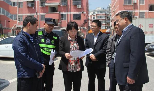 陈红英调研老城区停车场选址建设工作