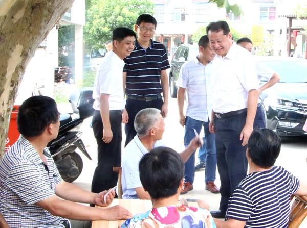 王庆武督查指导文明创建及美丽乡村建设等工作