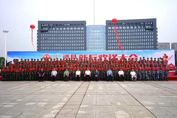 我县157名好儿郎入伍 王庆武出席2018年度入伍新兵欢送大会