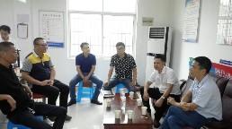 县政法委副书记王友文来卢村乡督查综治工作