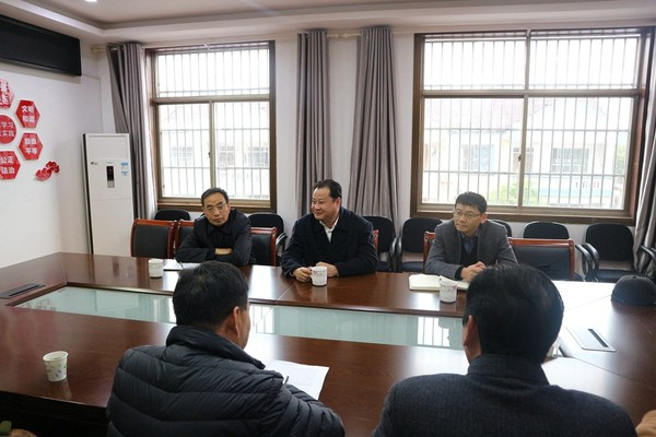 王庆武与选民代表面对面交流