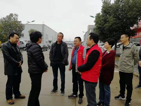县领导视察凤凰社区文明创建工作
