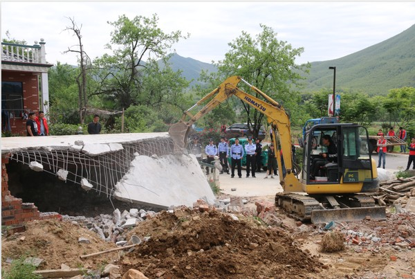 文明创建再行动:太极洞风景区开展拆除违建活动