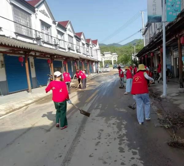 卢村乡:九龙村开展灾后生产自救
