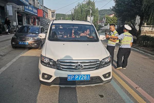 卢村交警开展新学期接送学生车辆安全检查