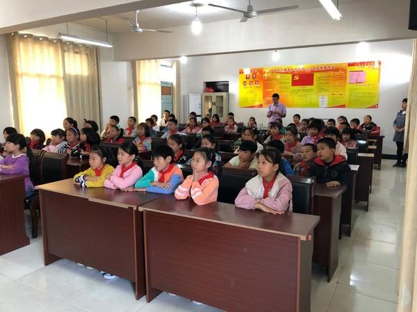 """卢村交警进学校开展交通安全宣传""""第一课"""""""