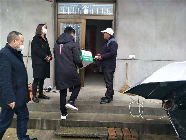 卢村乡:笄山村防疫期间暖心走访慰问困难群众
