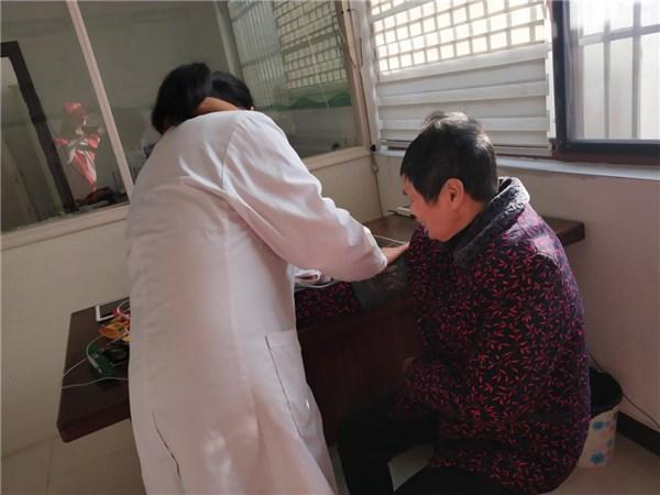 卢村乡:九龙村疫情防控 不忘特扶家庭履约服务