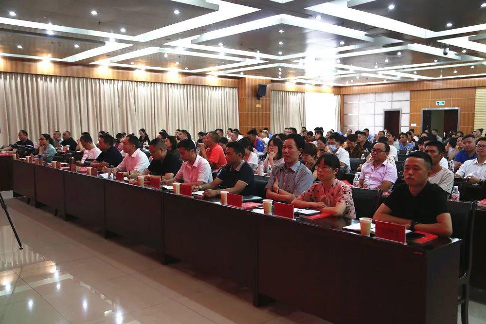 市工商联组织民营企业参加法律风险防范讲座