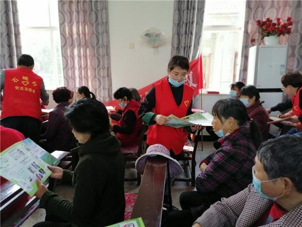 石峻村开展反邪教宣传走进石峻基督教堂活动