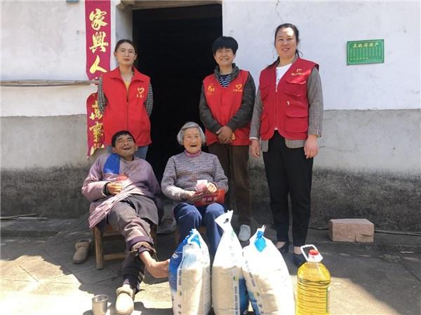 江苏省老龄事业基金发展协会走访慰问高庙村困难老人