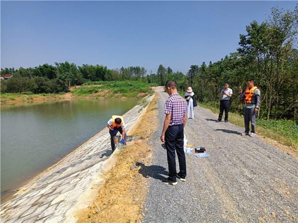 宣城市渔业管理服务中心来广开展水产养殖尾水抽样检测工作